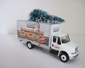 KRISPY KREME Doughnuts Delivery TRUCK - Christmas Decoration, Christmas Village - Christmas Tree, Presents