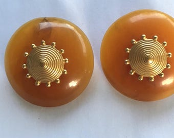 Gold and Amber Lucite Clip On Earrings Big 80s Vintage LCI Liz Claiborne Butterscotch Candy Button Disc Earings