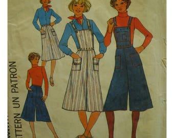 """70s Culotte Pattern, Gaucho Pants, Detachable Bib, Patch Pockets, Buckle Straps, Simplicity No. 7890 UNCUT Size 14 (Waist 28""""71cm)"""