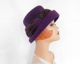 Womans purple hat, vintage 1950s 1960s lavender bucket hat