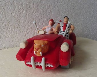 The Flintstones Movie Le Saber Tooth 5000 Car with Saber Tooth Tiger Power Mattel 1993 with Fred and Wilma Figures