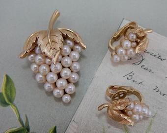 CROWN TRIFARI Gold Miniature Pearl Grape Cluster & Leaf Brooch and Clip On Earrings Set    OV2