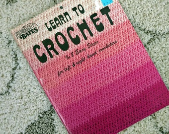 1979 Learn to Crochet In 8 Easy Steps For Left & Right Hand Crocheters Susan Bates No. 17370 Includes Instructions for Fantastic Cape