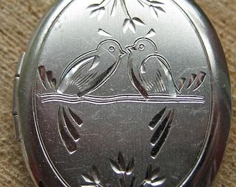 Beautiful Vintage Sterling Silver Locket Pendant Love Birds Design Women's Ladies Jewelry Jan 1972