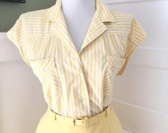 Vintage 1950s 1960s Atomic Novelty Yellow & White Striped Short Sleeve Button Down Blouse Top