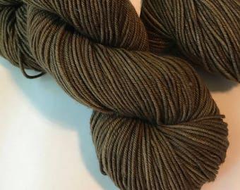 STAPLE Superwash merino worsted yarn, Espresso