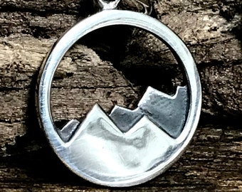 New Appalachian Mountains Charm - Round Shiny Mountain Range with Shadowed Mountains in Background in Gunmetal Patina C203
