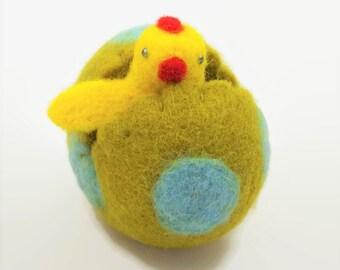 Easter Holiday Decor, Felt Chick in a Felt Egg, Easter Egg Decor, Felt Ornament, Easter Decorations, Easter Centerpiece, Easter Gift