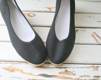 1970s CANVAS Wedges..size 9 womens...retro. wedges. boho wedding. fabric shoes. black. twiggy. canvas. urban. hipster. folk. indie. 1960s