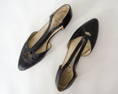 black leather flats / pointed toe leather skimmers / Liz Claiborne / size 8-8.5