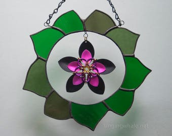 Stained Glass Green Wreath with Scale Maille Black/Pink Flower - mixed media