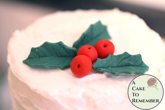 Cake Decorating Mini Holly Leaves : Gumpaste holly leaves and holly berries for cake decorating
