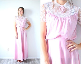 30% OFF VALENTINES SALE Vintage boho pink lace dress // 1950's or 1960's lace peach pink dress // short sleeve modest dress // party dress /