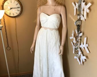 SALE !Vintage Nylon Wedding Gown . French Lace Overlay.Slip Lined .Sweetheart bust.Add your own Embellishments. Size 8. Cream/Winter White