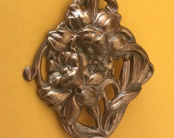 Vintage Art Nouveau Repousse Brass High Relief Daffodil Flowers Brooch
