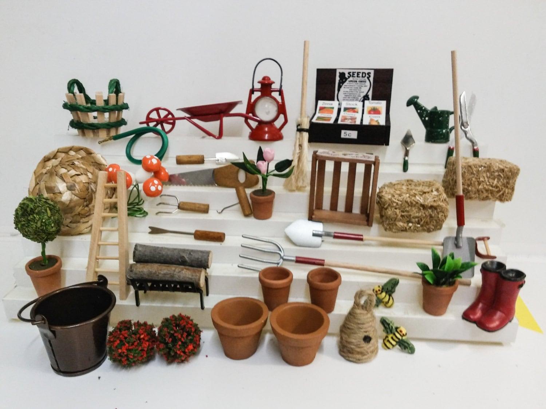 Outils de jardin et accessoires miniatures assortiment pour for Jardin accessoires decoratifs