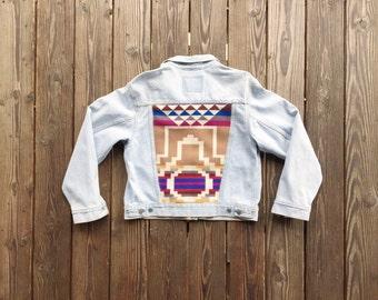 Vintage Levis Light Wash Denim Jacket with Pendleton Back. Size Large