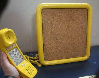 Vintage 1970s Mid Century Retro Mod Hipster WORKING Yellow Hanging Cork Bulletin Board Cord Telephone Western Electric Phone