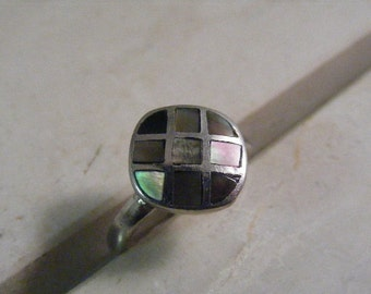 Vintage Inlaid Abalone  Ring in Sterling Silver.....  Lot 5034