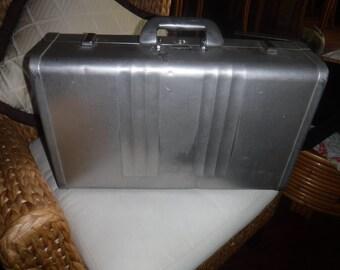 "Halliburton aluminum case #11499 21""x13""x6"" with key and working lock"