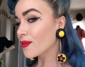 Fabulous Bakelite drop earings- Yellow and black with Daisies