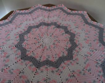 baby blanket hexagon ripple pink white grey, Hand-crocheted