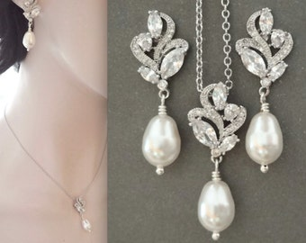Pearl jewelry set, Pearl necklace and earring set, Brides pearl set, Swarovski pearl set, Bridesmaids jewelry set,  LILLY