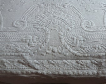 Antique French white bedspread Provencal quilted throw quilt coverlet blanket afghan spread w raised floral design French vintage bed linens