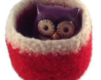 Felted wool bowl,  red and cream square container