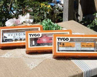3 Tyco train cars hopper car billboardkeeper wheel caboose santa fe Ho scaletrain