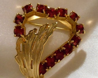 Holiday Sale Prong Set Red Rhinestone Heart Brooch Set in Gold Tone