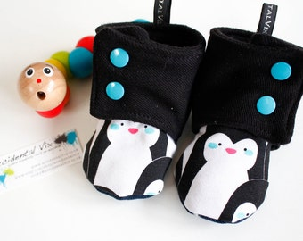 Baby stay on boots/booties/slippers, monochrome black and white winter penguins, 6-9m, gender neutral / unisex winter boots