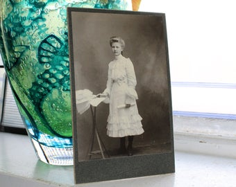 Antique Photograph Beautiful Young Victorian Woman 1800s Cabinet Card