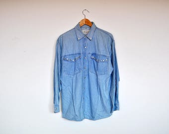 Vintage Oversized Western Style Ligh Wash Denim Shirt With Pearl Buttons