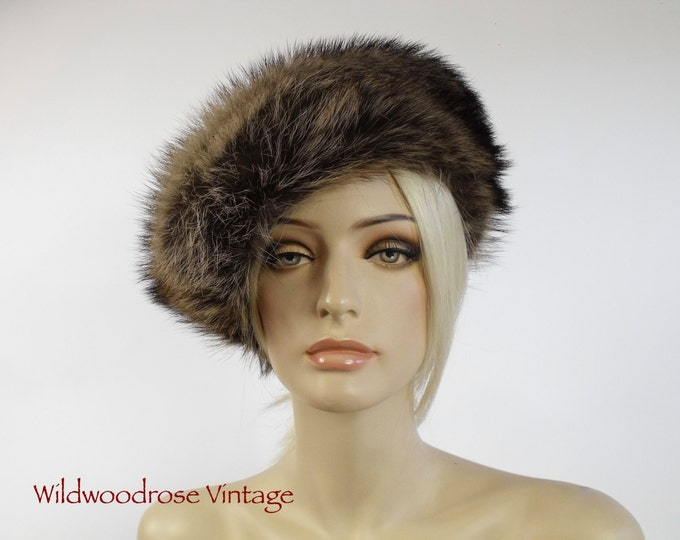 Vintage Raccoon Fur Hat - 1970's Fur By Vittorio - Boho Winter Fur - Mint Condition - Fashion Fur Side Tilt Hat - Ladies Medium to Large