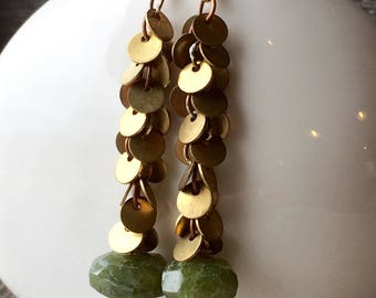 Faceted VESUVIANITE green and brass circle fringe chain earrings