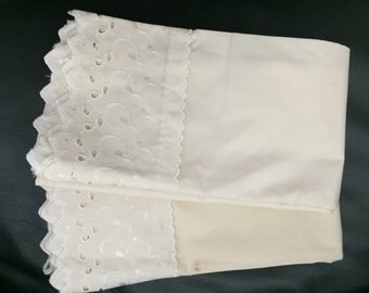 Vintage Pillowcases -Set of 2 - Bedding, Cottage Charm - never used