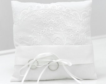 Ringpillow with lace, vintage style