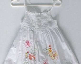 SALE OSHKOSH  Sundress . Vintage Girls White Floral Embroidery Summer Sun Dress . Blouse Top . Shirred Bodice . Size 6