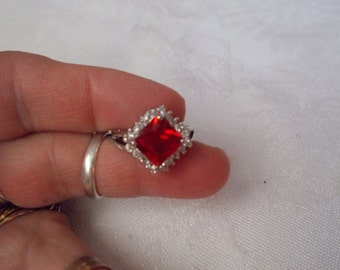 Beautiful Red Rhinestone Crystal Ring Size 8-R602