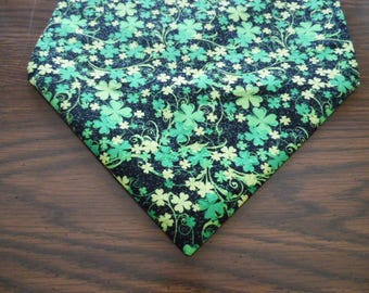 St Patricks Day Shamrock Table Runner - 4 Leaf Clover Scarf, Sparkle Green Clover Home Decor
