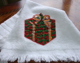 Towel, Christmas Towel with applique, Finger Towel, Holiday Towel with Fringe, 1990s Vintage, Vintage holiday, 15x11, Terry Cloth Towel