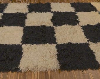 Black White Check 70s Mod Flokati Rug / Op Art Rug / Mid Century Shag Rug / Modernist Black and White Area Rug / Wool Flokati Rug 5 x 8