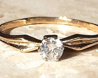 Traditional Antique 14k 6 prong Diamond Solitaire Engagement Ring .17 - .21 carats Size 7 Weighing 1.2 grams Stackable