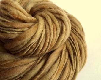 Thick and thin knitting yarn, golden caramel / fawn, chunky merino knitting wool, big knitting wool, thick n thin textured yarn