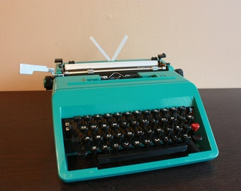 Working Typewriter - turquoise/teal Olivetti Studio 45 teal/bright green suitcase - vintage typewriter - olivetti typewriter