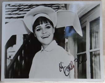 """RARE  8"""" x 10"""" Autographed Photo of Sally Field as """"The Flying Nun"""""""