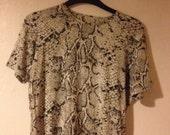 Vintage 80's Snake Skin Print T-shirt Top Short Sleeves Beige Brown Oversized Minimal