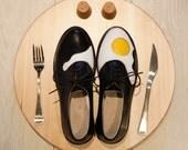 Women's shoes on Eggy Pop