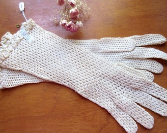 Antique French  Beige Cotton Lace Gloves Vintage 1940's Scalloped Wrist-let Size 7.5 / 8 Cotton Yarn Fancy Purl Hand Crocheted
